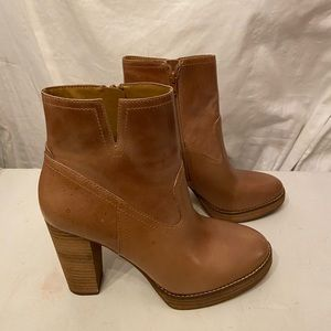 Lucky Brand tan leather ankle boots, zip sides 8.5